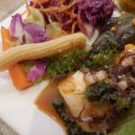 アンテナショップ ピエトロドレッシング - たっぷりたまねぎピクルス、旨辛ごまの豆腐サラダ