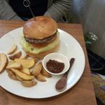 98092546 - 自家製BBQソースのシンプルなハンバーガー(900円)