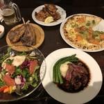98094590 - 14種の野菜とスーパーフードのパワーサラダ、エゾ鹿肉のローストハスカップソース、アボガドとサーモンと日高産クリームチーズのピッツァ 、ラムチョップ、北海道ザンギ
