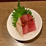 美味しんぼ - お通し 刺身に中華風ピリ辛ソース
