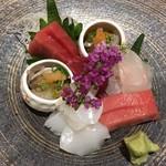 辻政 - Tuna, fatty tuna, yellow tail, kensaki squid and blowfish gut