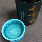 稲川酒造店 - 七重郎の黒ラベル  ぐい呑は会津本郷焼で