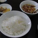 ご飯、スープ、お新香、ザーサイ(ライスセット?ランチセット?)