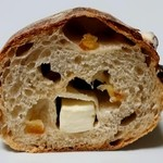98101483 - オレンジと山葡萄のクリームチーズのパン