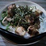 麺や輝の穴 - チャーシュー丼@300 肉の旨さタレの甘辛香ばしさ絶妙