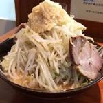 ラーメン梅 - 料理写真:太麺ラーメン(野菜増し、ニンニク増し)