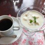 モーニング - コーヒーとラ・フランスヨーグルト
