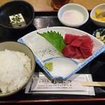 串焼き処炙り - マグロ(赤身)定食(750円)と温玉(50円)