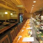 よし寿司 - きれいなカウンター