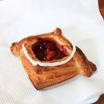 ぐーちょきぱーね - 料理写真:ストロベリーとクリームチーズのデニッシュ