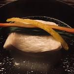 98120105 - 白甘鯛のお椀。四年寝かしの真昆布のお出汁。噴火湾でしょう。白甘の分厚い身に驚愕。4〜50cmくらいの大物でした