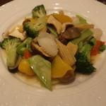 悠香園 - 松茸入り海鮮と野菜炒め