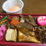 98127971 - 尾島商店のすき焼き弁当1400円も販売してます。