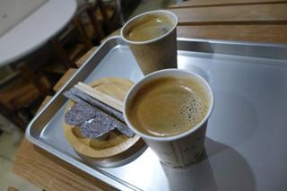 ベーグルクーボー - コーヒーはペーパーカップ。一杯200円です。