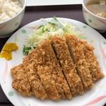 鮫洲運転免許試験場 食堂 - とんかつ定食 720円。