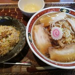 喜多方ラーメン大安食堂 - 料理写真:醤油ラーメン チャーハンセット 950円