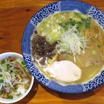 麺や 亀陣 - 鶏白湯塩_750円、ランチ限定チャーシューごはん_100円