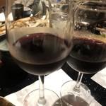 くつろぎ完全個室 海鮮炉端居酒屋 赤羽 ろば炭魚 - 赤ワイン(この時もまだワイングラス有り)