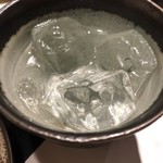 くつろぎ完全個室 海鮮炉端居酒屋 赤羽 ろば炭魚 - 焼酎(八海山宜しく千萬有るべし)ロック