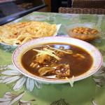イヤマンレストラン - 料理写真:パヤ、豆カレー、パラタ