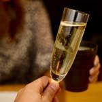 鶏亭 SaCURA - まずはスパークリングで乾杯