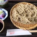 蕎遊庵 - 石挽きそばです。細切りです。