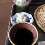 蕎遊庵 - 付け汁は濃厚で辛口です。