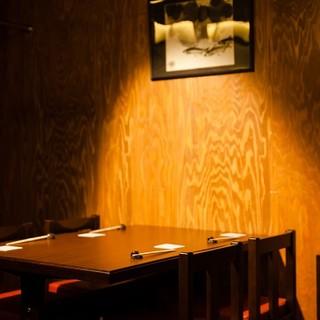 カウンター席と接待にもご好評いただいてるテーブル席