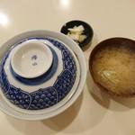 とんかつ太郎 - 料理写真:中かつ丼(900円)+味噌汁なめこ(150円)