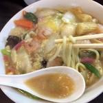 98152217 - ちゃんぽんスープにちゃんぽん麺です