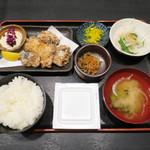 炭焼漁師小屋料理 渋谷東急本店前のひもの屋 - サバ塩麹タルタル定食