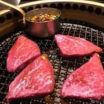 98155556 - ヒレ肉のすき焼きの焼き風景