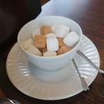 倉式珈琲店 - テーブルに置いてありました角砂糖です。