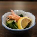 日本料理 はら田 - お通しのカニカマ、わかめ、胡瓜の酢の物