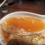 98160593 - 背油入りのコクのある蔵出し醤油味のスープで美味い。