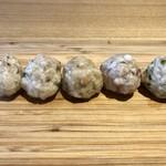 98162116 - つくね五種盛合せ:あおさ海苔とわさび、真蛸と七味唐辛子、焼き牡蠣と味噌、原木椎茸と柚子胡椒、焼き舞茸とチーズ2