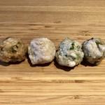 98162151 - つくね五種盛合せ:しらすと高菜、春菊と桜海老、数の子とお餅、ミツル醤油のオリと海老、(別皿で)磯辺揚げ2
