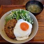 ヤドカリ食堂 - せせりつくね丼(750円)