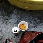 秩父宮ラグビー場 売店 - 残った唐揚げとkamuraさんが買ってくれたスクラムポテト。