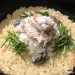 98166626 - 蟹の炊き込みご飯。蟹と蟹味噌がたっぷり。香りが凄い。