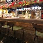 クラフトビールタップ グリル&キッチン - テーブル席から撮影したカウンター