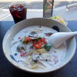 モリヤ - ...「エーゲ海風スパゲティー(1200円)」+「大盛り(200円)」、delicious!!!美味過ぎてクリームソースまで飲み干しました(ノ´▽`)ノオオオオ♪