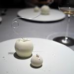 ASAHINA Gastronome - ポムダムール マスカルポーネのムース エピス風味のリンゴのキャラメリゼ バニラとカルバドスのアイスとともに