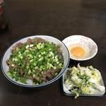 あらや食堂 - 料理写真:牛すじ丼