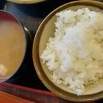 丸和 - ごはん、豚汁おかわり