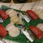 鮨・椿油天ぷら  八木 - コースの〆、寿司三種盛