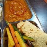 アジアンキッチンアロヒ - 豆のスープのダールと野菜の漬物のアチャール♪ それに塩せんべいみたいなパパドですね(^o^)/