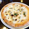 トラットリア ナティーボ - 料理写真:アンチョビとあさり 〜チーズベースのピッツア〜