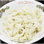 味覚 - 重い食感が特徴の刀削麺。