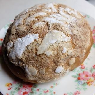 ラ パレット - 料理写真:フワフワで大きな原人パン